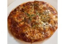 自家製ミートソースのピザ