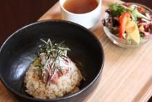 名物!中落ち丼 (ミニサラダ+スープ付)