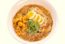 【定番】モヒンガー(魚介スープのかけ素麺)