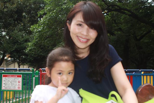 戸山公園のお散歩の後は買い物行こうね☆若菜さん親子