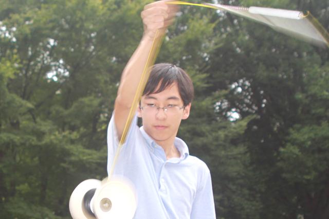 真剣な表情のディアボロの使い手☆早稲田大学ジャグリングサークルinfinityの久保田さん