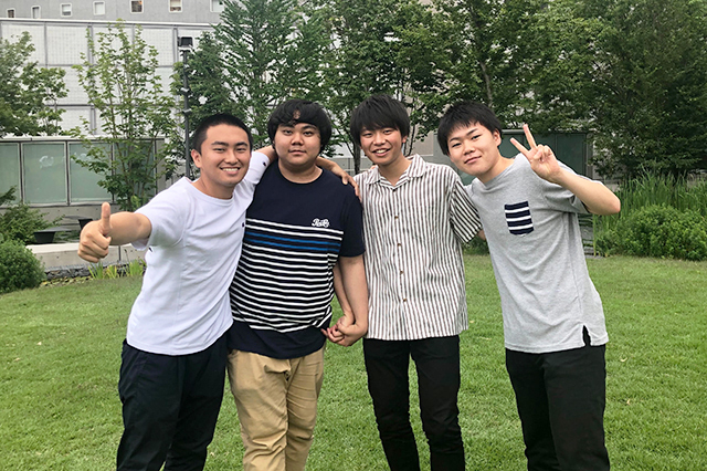 re_2_戸山の丘にて_仲良し4人組♪