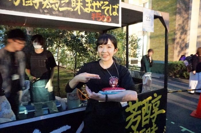 2早稲田大学ラーメン部 代表水谷さん@早稲田祭
