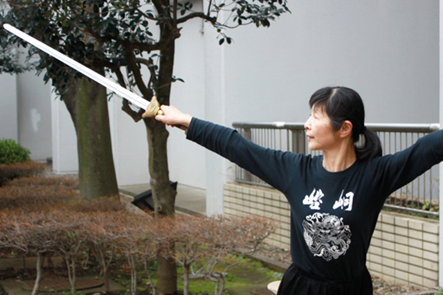2_殺陣の練習中のHuaさん@戸山公園