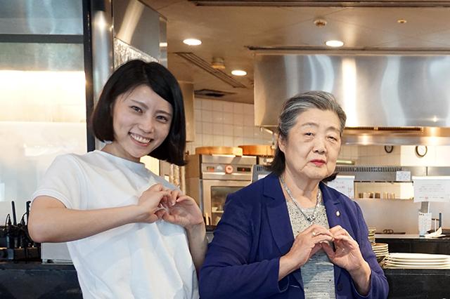 CHINA GRILL XENLON TOKYO 看板娘の二人