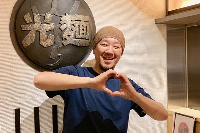 リニューアルOPEN! 光麺 高田馬場店の店長_上原さん(笑顔も光ってる)