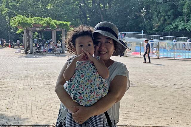 戸山公園で涼み中♫_斉川さん親子